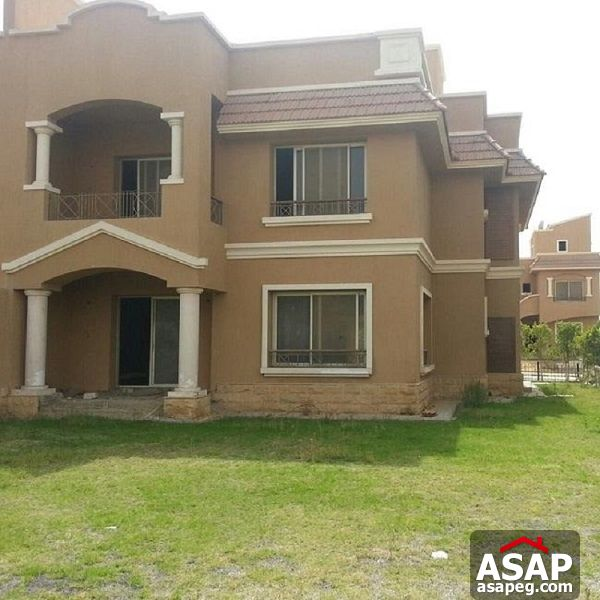 Twin Villa for rent in Mena Residence New Cairo