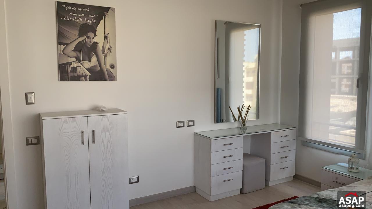 Studio with Garage for Rent in Village Gate