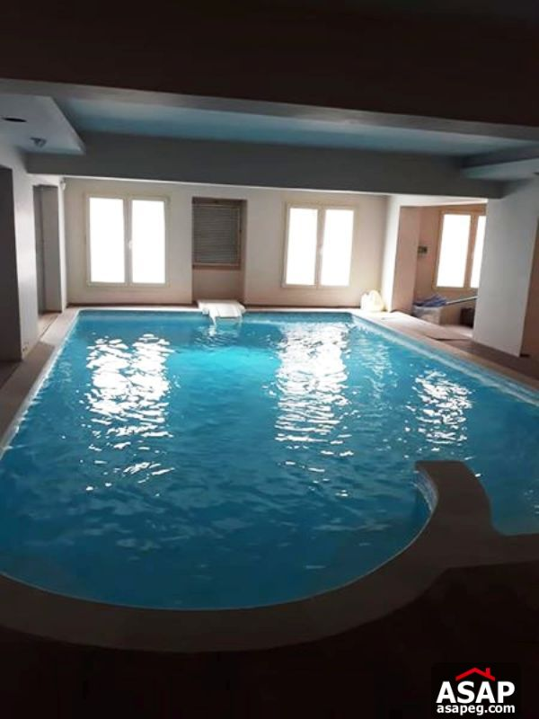 Villa with Swimming Pool in West Golf