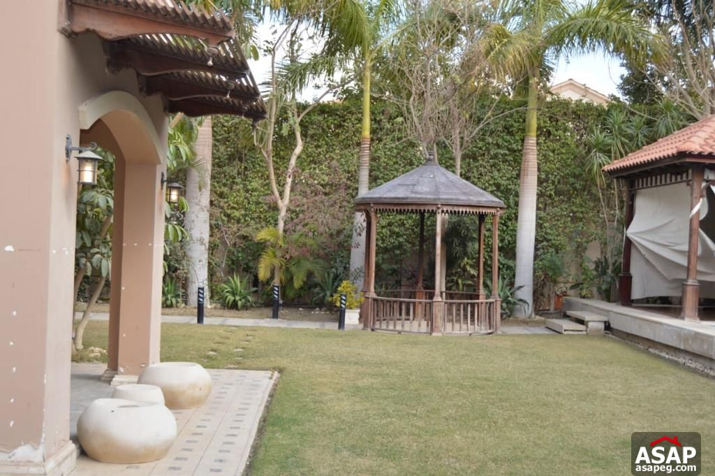 Stand Alone with Swimming Pool for Sale in Uptown Cairo