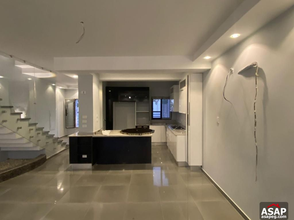 Town House for Rent in Hyde Park Compound